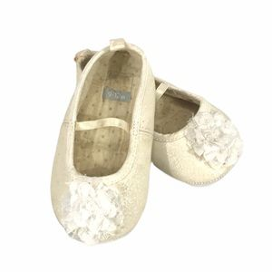 Carter's Cream with White Flower Dress Shoes 9-12m